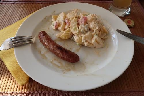 Wildbratwürstchen nach Art Merguez zu Kartoffelsalat