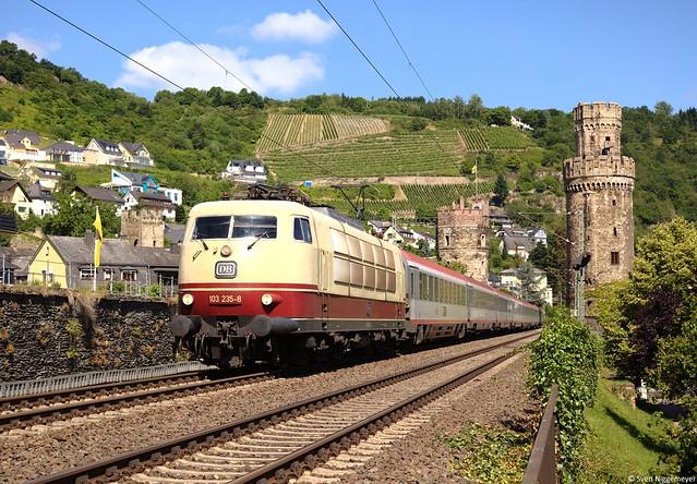 103 235-8 mit dem IC119 von Münster(Westf.) nach Innsbruck bei der Durchfahrt durch Oberwesel mit dem bekannten Ochsenturm am 24.06.14