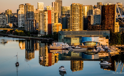 2019 bc britishcolumbia canada cropped nikon nikond750 nikonfx tedmcgrath tedsphotos vancouver vancouverbc vancouvercity vignetting eastfalsecreek falsecreek water reflection waterreflection boats highrise buildings sunrise