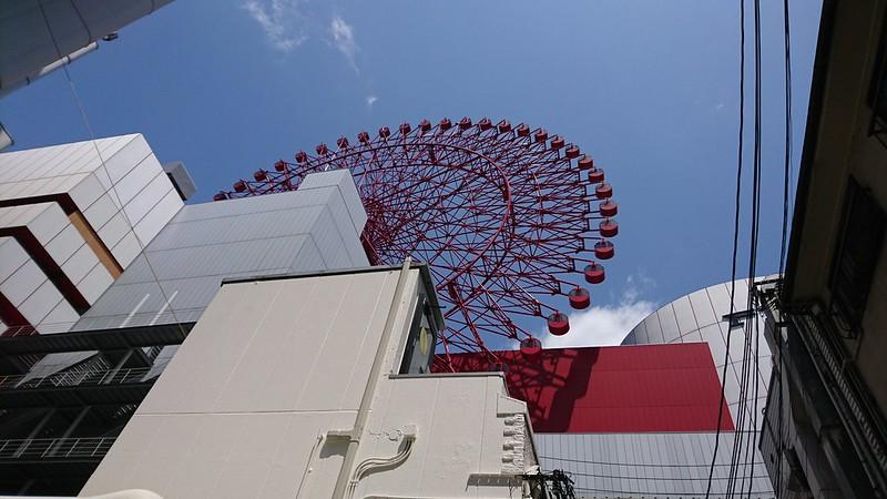 プロント 梅田楽天地ビル店あたりから見上げたHEP FIVE観覧車