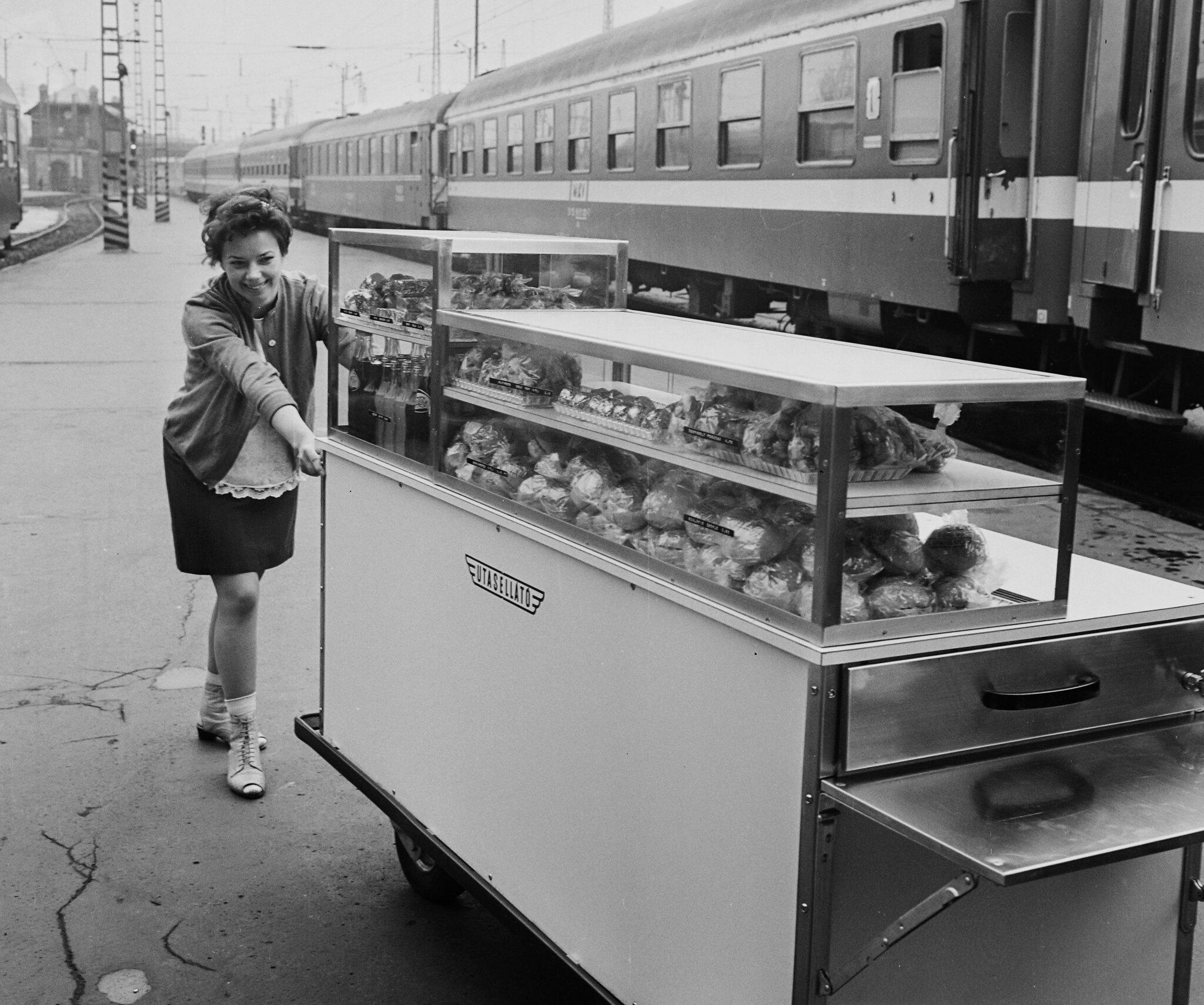 Felvonatoztunk Budapestre, és hirtelen 1976 lett