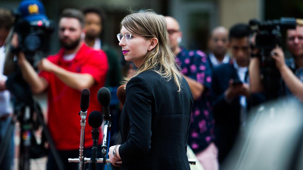 曼寧因拒絕大陪審團傳喚再度入獄。(圖片來源:Cliff Owen/AP)