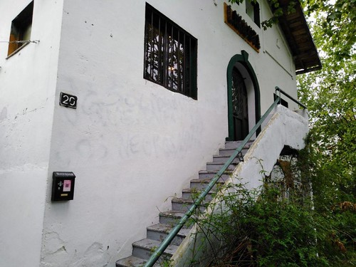 Fachada de la Lakaxita sin pintada racista
