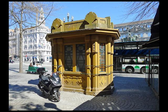 PT porto kiosk 01 (praca da liberdade)