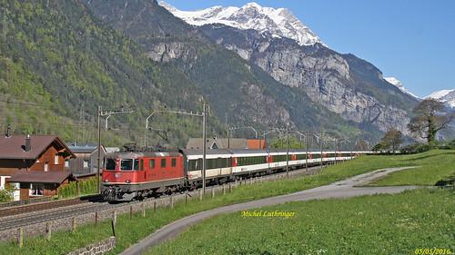 Re 4-4 11243 Train IR 2313  Basel SBB-Locarno à Silenen
