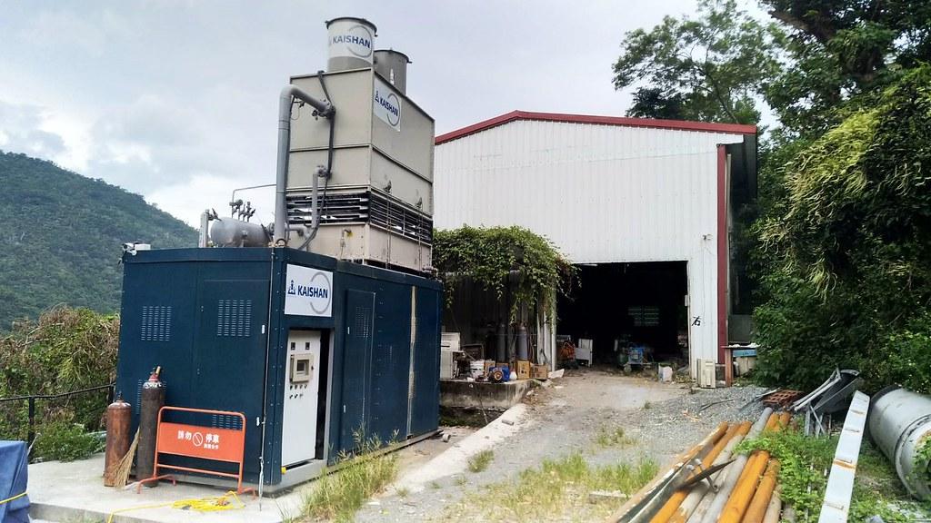 尋找更多小溫泉發電並不如想像的簡單。泓泉溫泉渡假村使用的發電機組。照片由溫世光提供