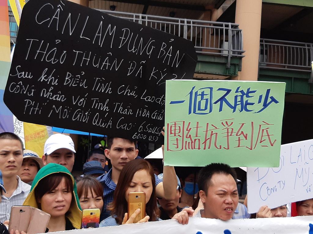 美堤移工的標語寫著「一個不能少,團結抗爭到底」。(攝影:張智琦)