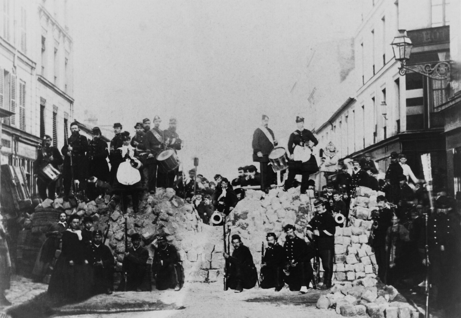 1871. Баррикада на улице Басфроид