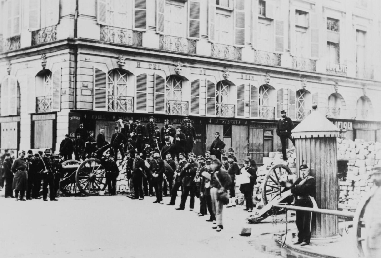 1871.  Баррикада во время Парижской Коммуны