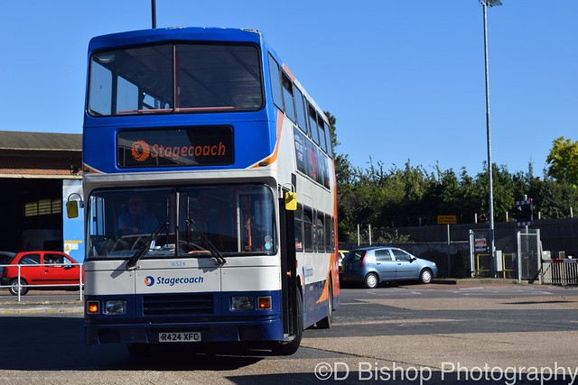 Stagecoach in Hampshire (on loan to Stagecoach in the South Downs) 16524 (R424 XFC)