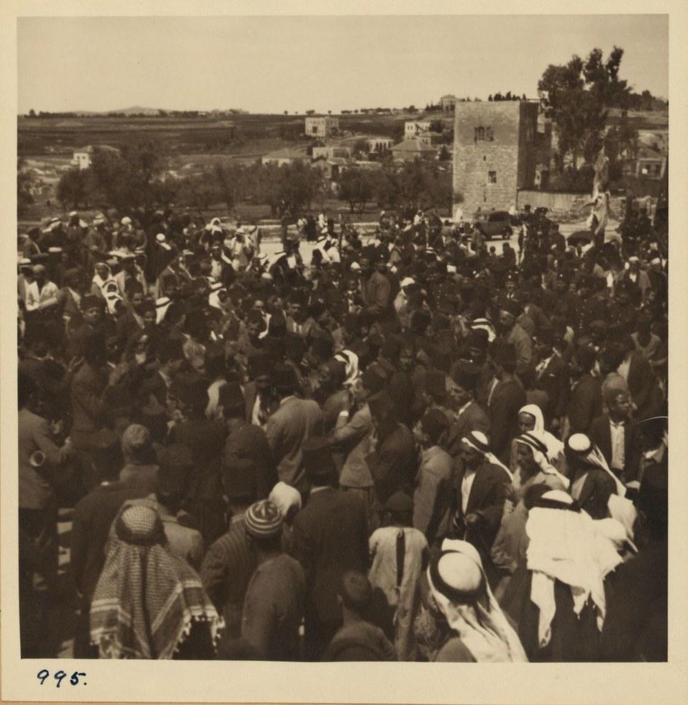 995. 2 апреля. Фестиваль Неби Муса у Дамасских ворот. Танцоры с мечами