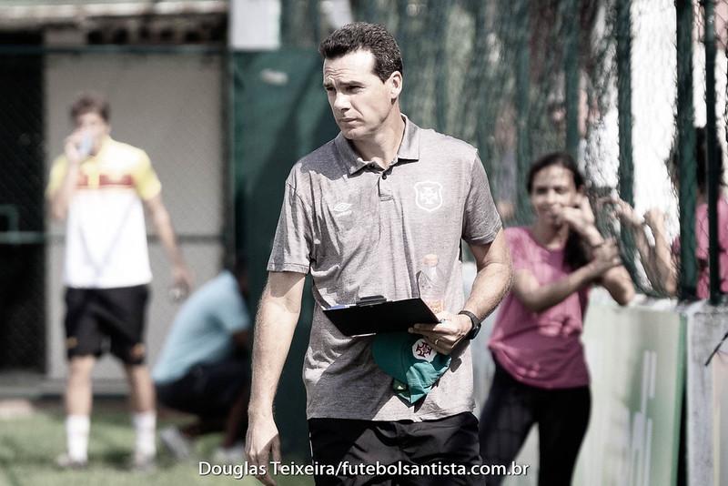 Elder Campos, técnico do time Sub-17 da Portuguesa Santista