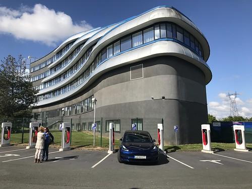 Nuestro undécimo #SuC SuperCharger SuperCargador de Tesla en Futurescope, Poitiers
