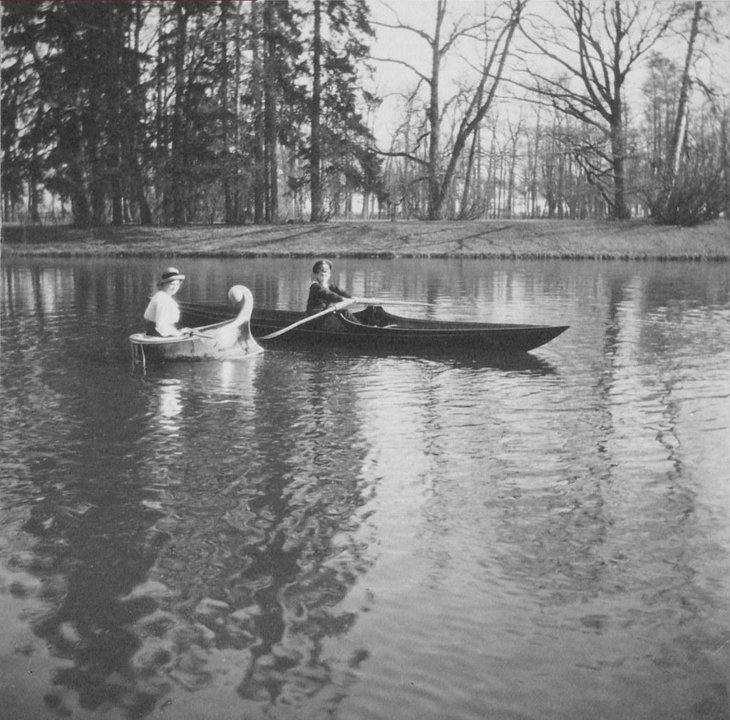1914. Алексей и Мария катаются на лодках. Царское село