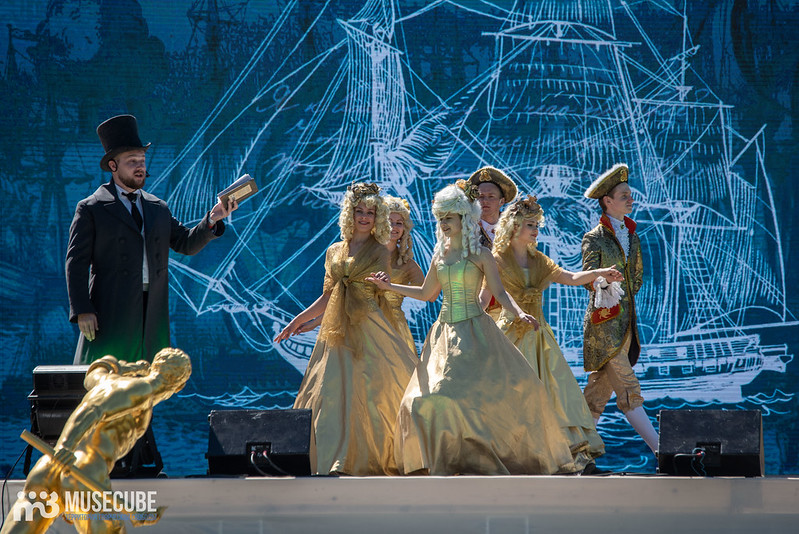 Торжественная церемония открытия фонтанов в Нижнем парке Петергофа.