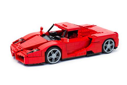 Enzo Ferrari 1:16 (4)