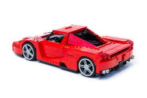 Enzo Ferrari 1:16 (6)