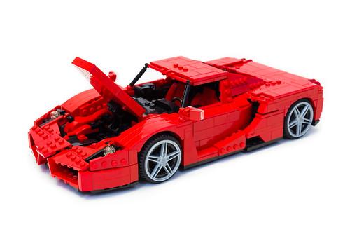 Enzo Ferrari 1:16 (11)