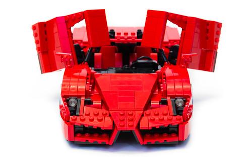 Enzo Ferrari 1:16 (13)