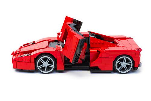 Enzo Ferrari 1:16 (15)