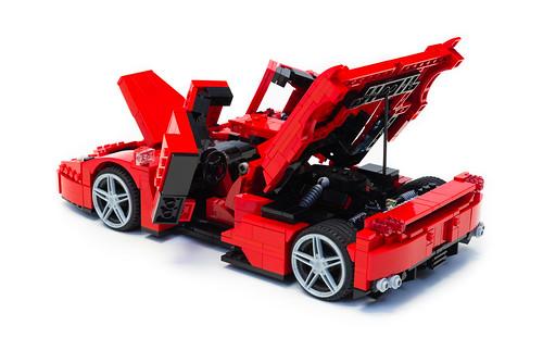 Enzo Ferrari 1:16 (20)