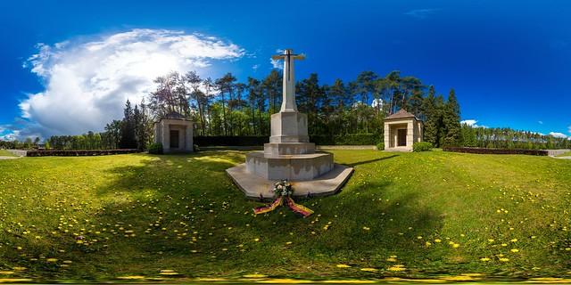 Becklingen War Cemetery (1)