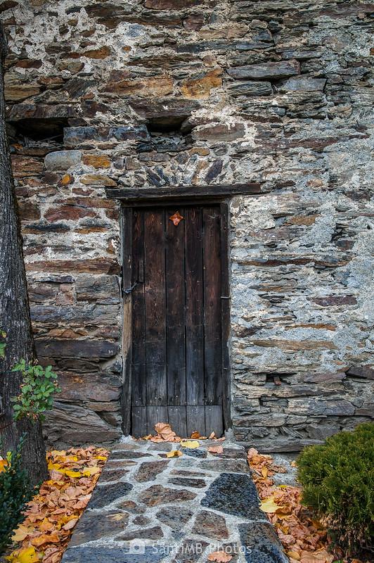 Puerta del campanario de la iglesia de Sant Pere de Bausen