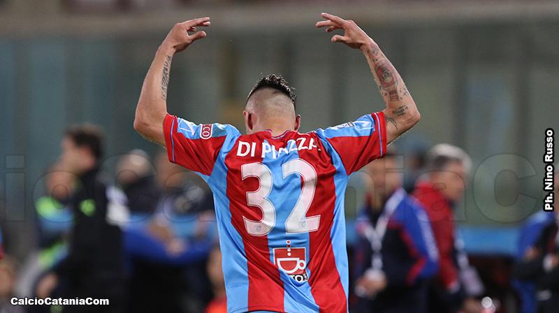 L'esultanza di Matteo Di Piazza dopo la rete al Potenza nei play-off 2018/19