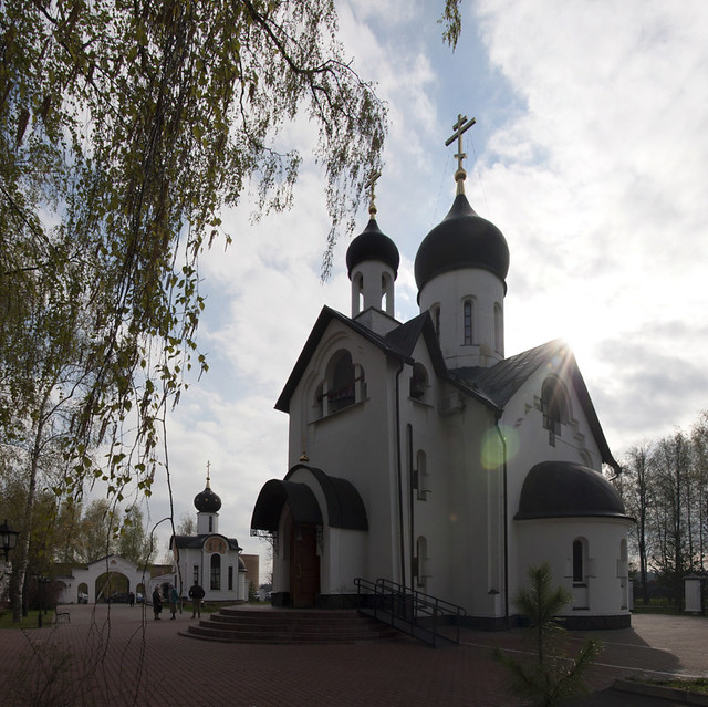 Архиепископ Каширский Феогност совершил Божественную Литургию в храме Новомучеников Подольских в Шишкином Лесу