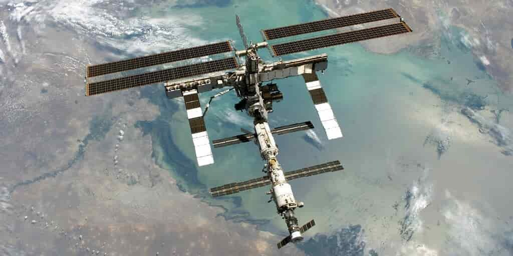 ISS-spacex-dragon-capsule
