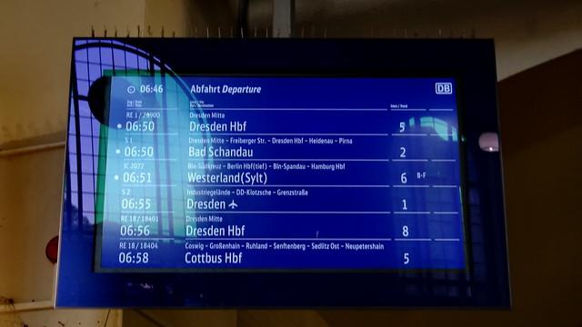 Abfahrt in Dresden vom Fahrplan wird die Spur der Füße langsam ungetan, und aus der Tiefe, aus der tiefen Tiefe steigt  das Trübe, schwadengrauer Nebel himmelan 02414