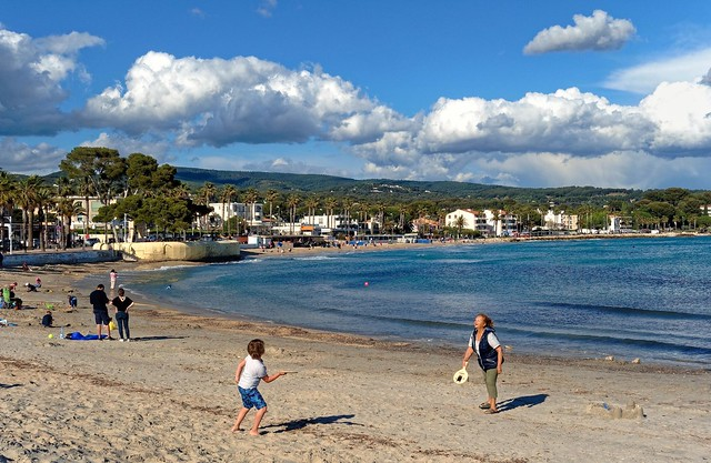La Ciotat beach / Beach game in May