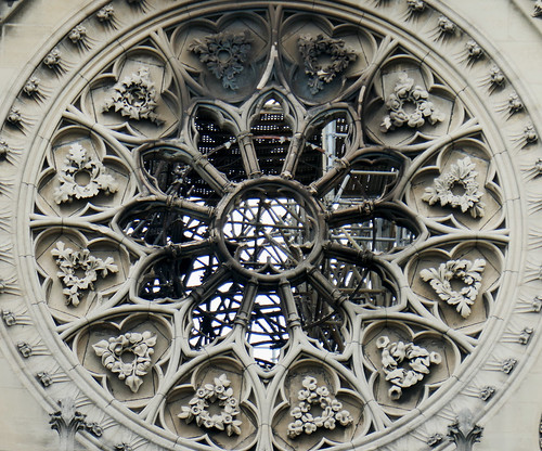 Rosette window with scaffolding beyond - Notre Dame - Explore!