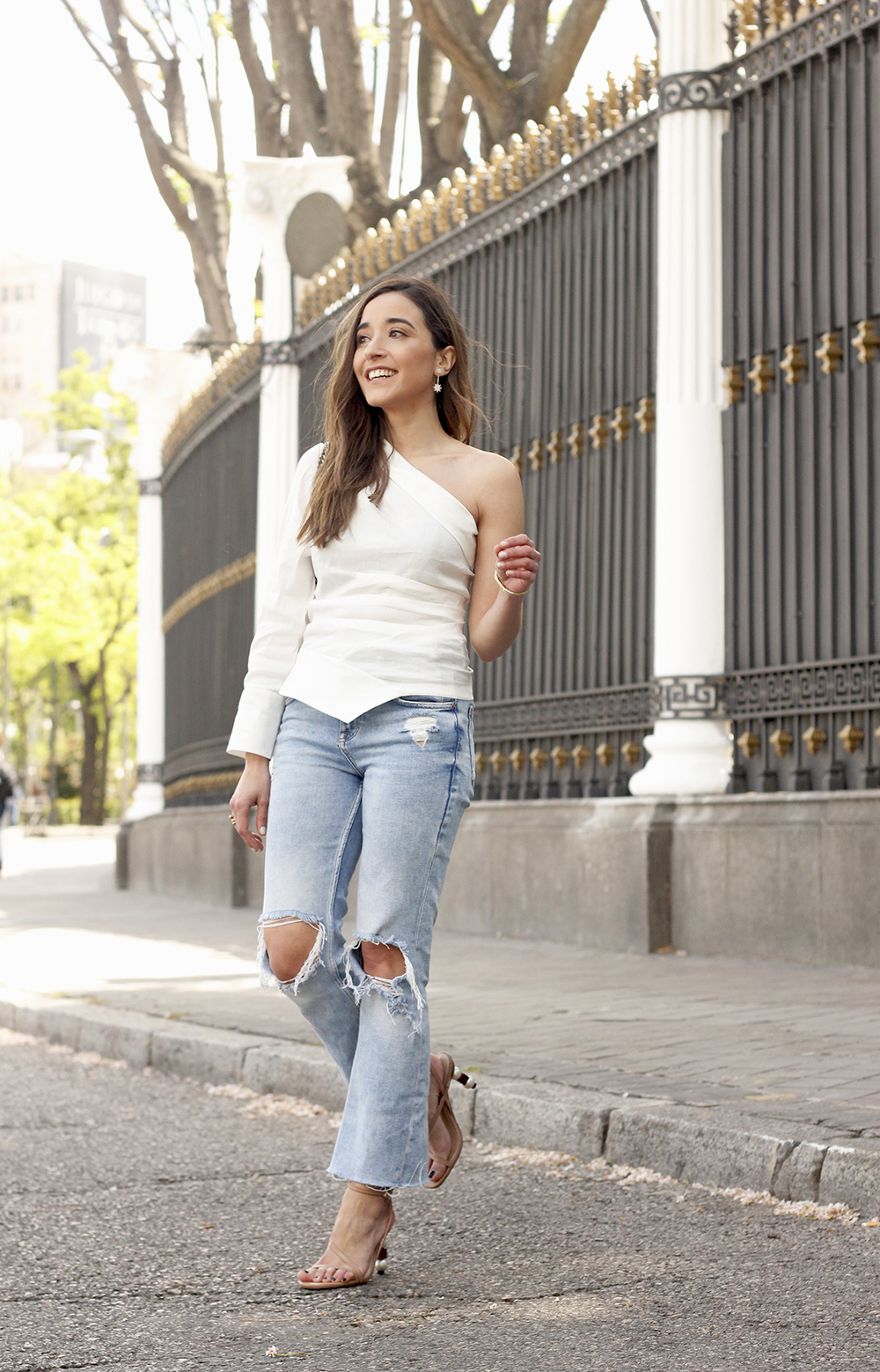 White Asymmetrical Linen Top jeans gucci bag street style outfit 201911