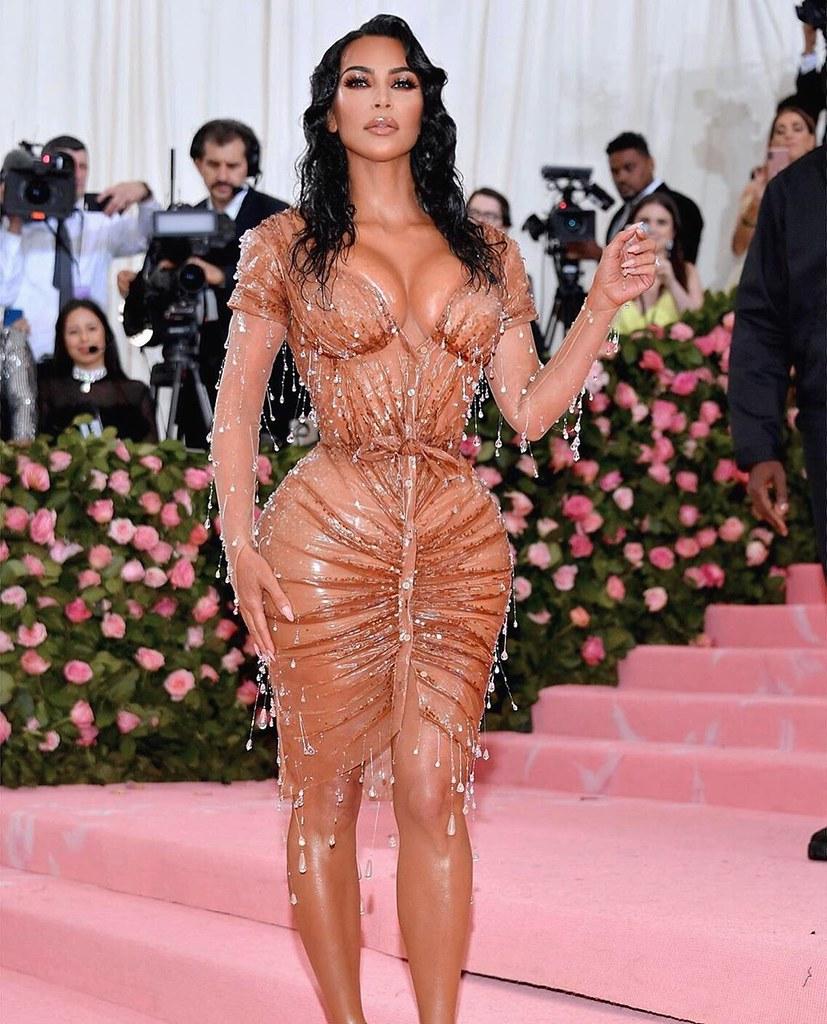 Ким Кардашьян в платье от Thierry Mugler