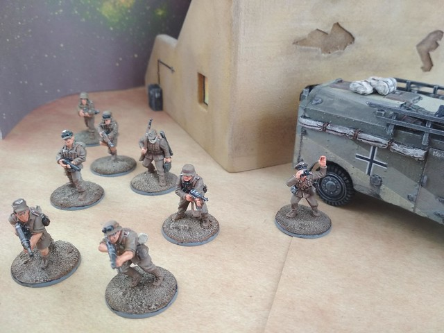 Tue, 05/07/2019 - 15:50 - DAK soldiers and officers with Dorchester armoured car