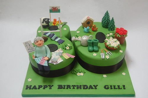 Incredible Gills 80Th Birthday Cake Beautiful Birthday Cakes Funny Birthday Cards Online Alyptdamsfinfo