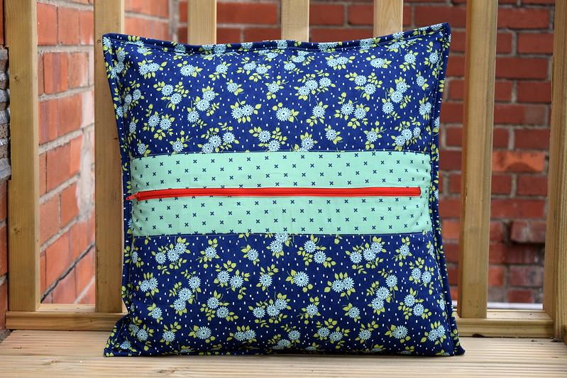 Mugs Cushion