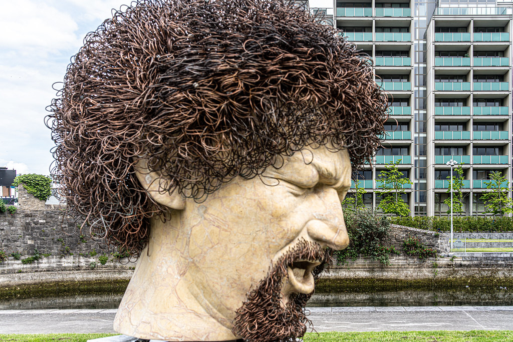 LUKE KELLY SCULPTURE AT GUILD STREET IN THE DOCKLANDS 004