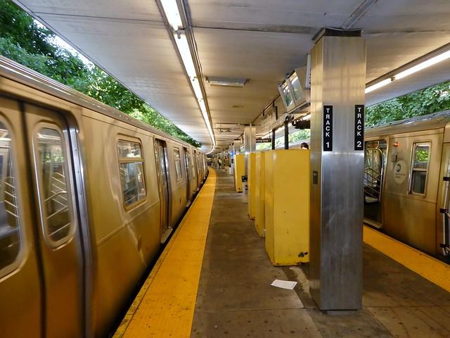 MTA - Middle Village-Metropolitan Avenue Subway Station