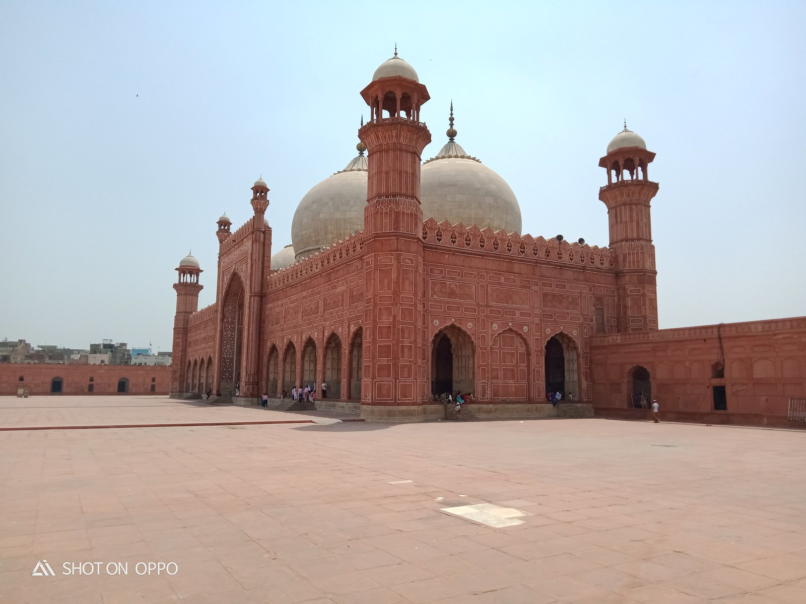 Picture of Badshahi Mosque at day with HDR mode on OPPO A5s