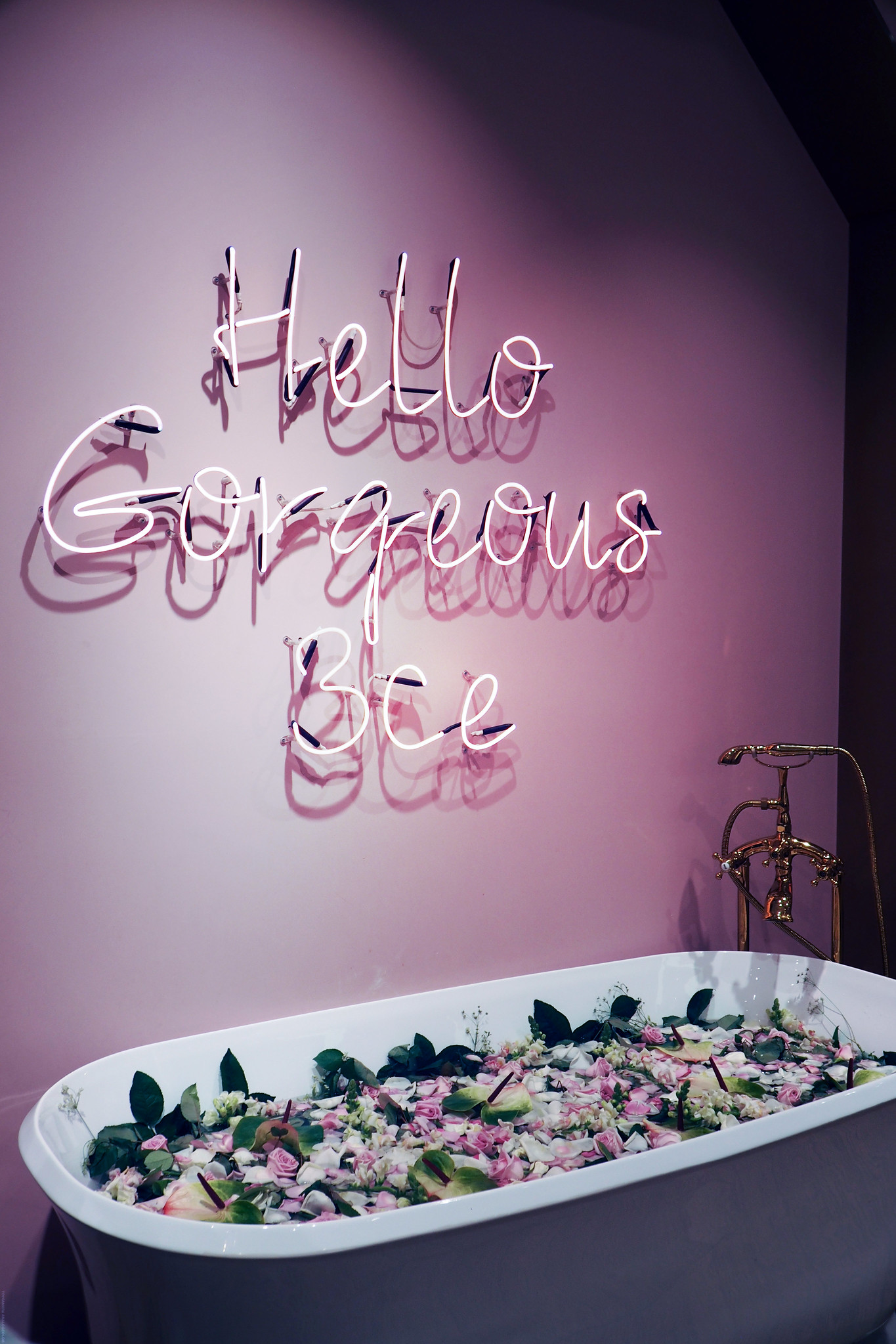 Hello Gorgeous Neon Light Bathtub Flowers 3ce Glossier_effected