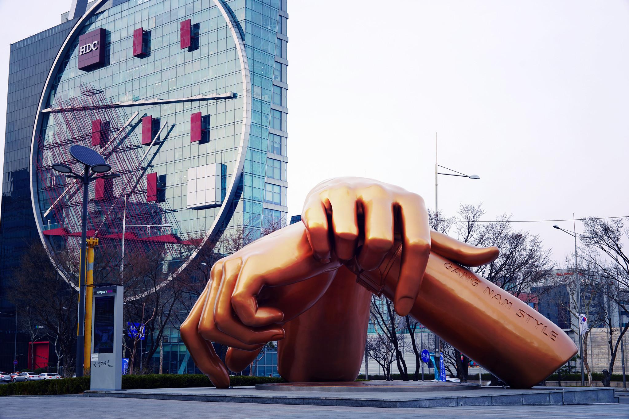 Gangnam Style hand scuplture in Gangnam-gu_effected