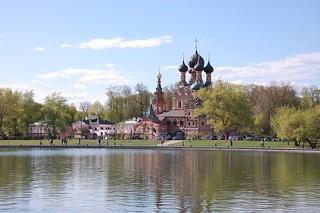 У Останкинского пруда