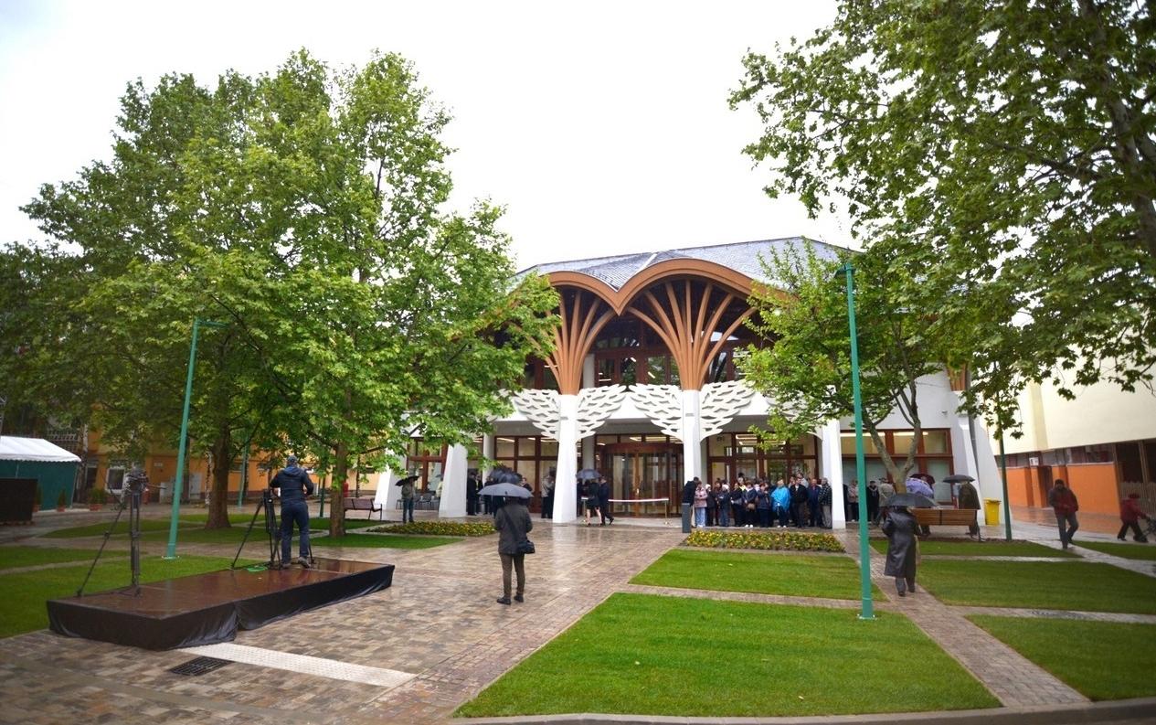 Makovecz tervezte új könyvtárat adtak át Makón