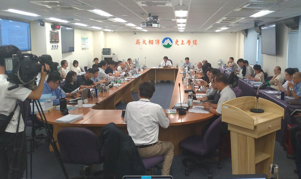 環署召開第355次環評會議,審查「核能二廠用過核燃料中期貯存計畫」。攝影:孫文臨。