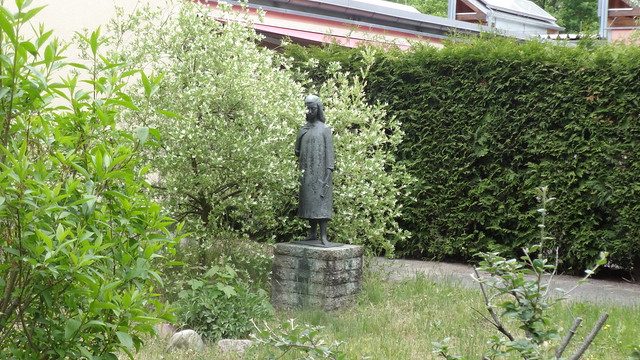 1960 Berlin-O. Anne Frank (1929-1945) von Gerhard Geyer Bronze Hof KiTa Dusekestraße 14-20 in 13187 Pankow