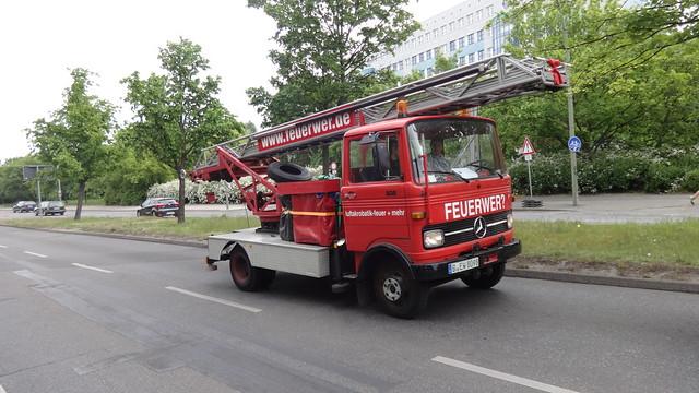 1957 mechanische Drehleiter DL18 von Magirus auf Mercedes-Benz LP608D von 1970 der Feuerwehr Donauwörth Kniprodestraße in 10405 Berlin