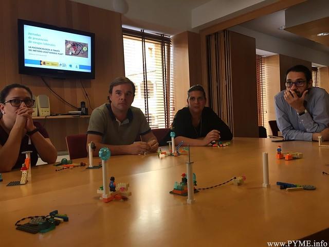 Figuras creadas por los participantes en la jornada 'La Psicosociología a través del método LEGO® SERIOUS PLAY®'.