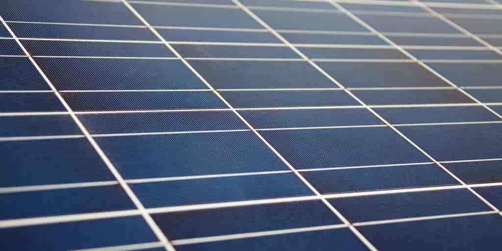 Le fluor améliore les cellules solaires à pérovskite